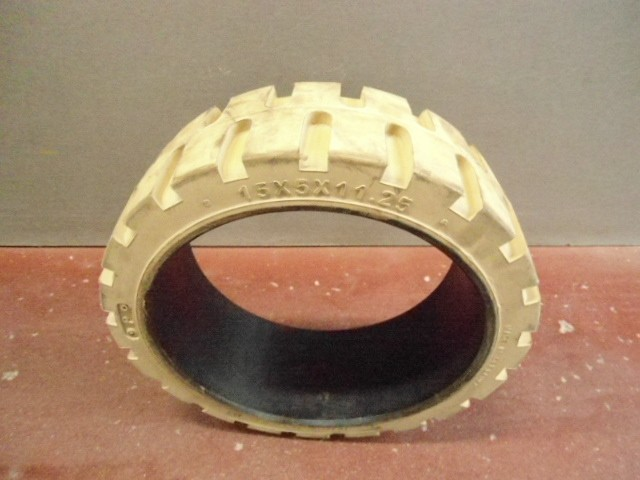 Гума бандажна бяла(press-on tyre) 15Х5Х11-1/4 (381/127/286)  005381
